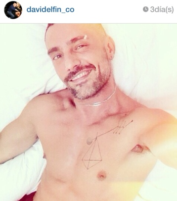 Instagram no tiene problemas con el pezón de David Delfín todas las mañanas.
